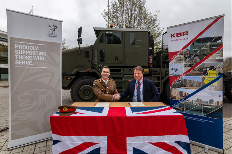 KBRs-Andrew-Barrie-and-General-Ranald-Munro-at-the-Armed-Forces-Covenant-signing-ceremony